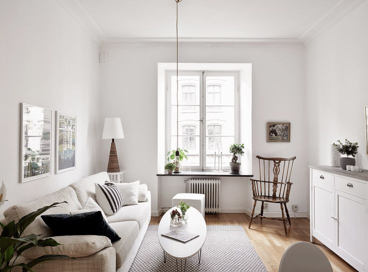 A white Swedish apartment with an interesting míx