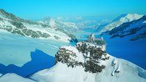 Avec ou sans neige, la beauté naturelle de Interlaken en Suisse est à découvrir absolument. De nombreuses activités ⛷ vous y attendent en hiver 🏂 comme en été🚣  #interlaken #suisse #montagnes #lac #ski #activité #sport #hiver #été #escapade #vacances #trips #travel #merveille #tripadvisor #randonnee #voyageexpert #wanderlust #viator #getaway #voyage #tourisme #decouverte #bucketlist #vacances #holidays #amazingdestination #nature