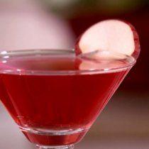 Este martini de manzana con arándano te encantará, si eres fan de los martinis dulces, esta es tu mejor opción, te encantará.