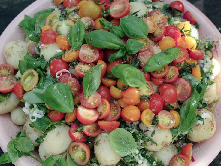 Potatissallad med tomater, spenat och dill | Recept från Köket.se