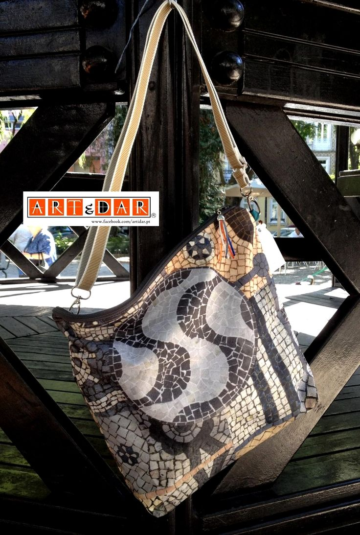 Malas - waterproof Bags Artidar (trademark) - Portugal www.facebook.com/artidar.pt (todos direitos reservados - all rights reserved) Para encomendar - To order: mmacompras@gmail.com #Artidar #Memóriasfelizes #Portugal #Portuguesetiles #Azulejos