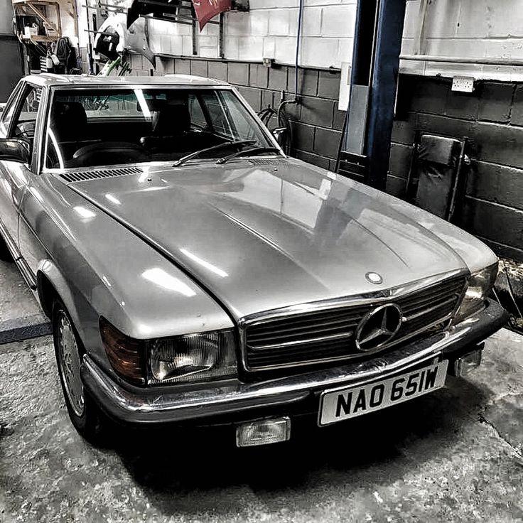 Best 25 mechanic garage ideas on pinterest car shop for Garage mercedes 93 bondy