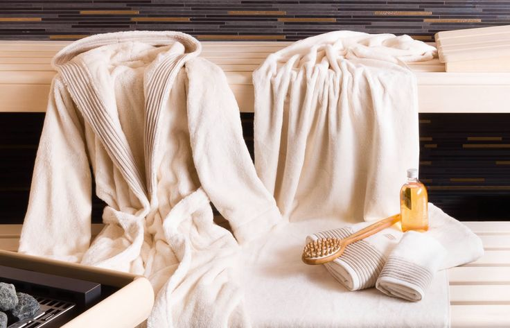 möve WELLNESS collection | The towels, smalls and bathrobe of the möve WELLNESS collection are made from innovative Airspin fibres. 100% natural and unbleached cotton makes them feel especially soft, fluffy and luxurious – perfect for your time at the spa! #wellness #spa #cotton #natural #towels #bathrobe #sauna #moeve