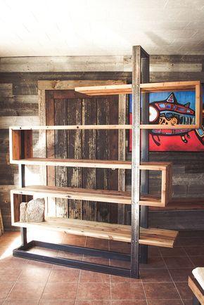 Bibliothèque en bois de grange et en métal fabriquée par Espace-Bois Plus