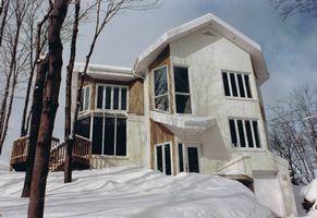 Fondé en 1987, le bureau David Leslie, architecte est dirigé par monsieur David Leslie, membre de l'Ordre des architectes et de l'Association des architectes en pratique privée du Québec.
