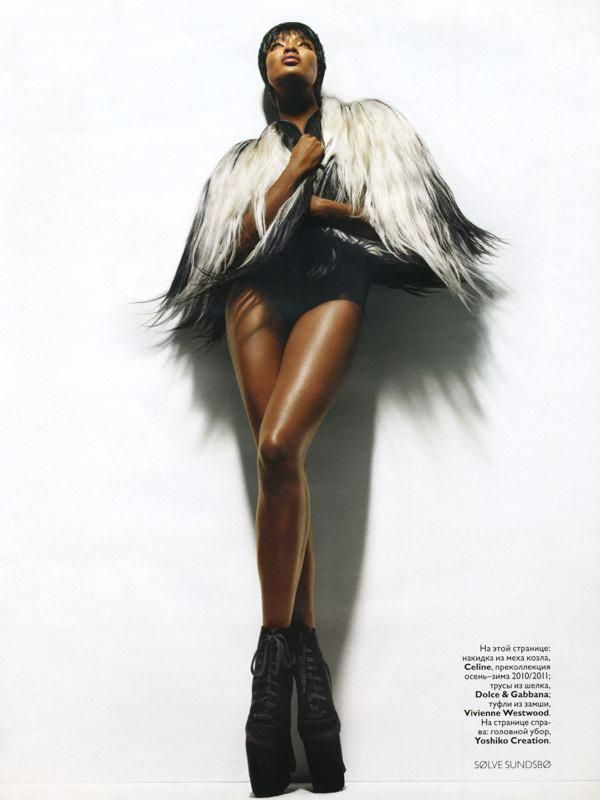 Naomi Campbell runway fashion poses