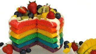 Regenbogen-Pancake-Torte