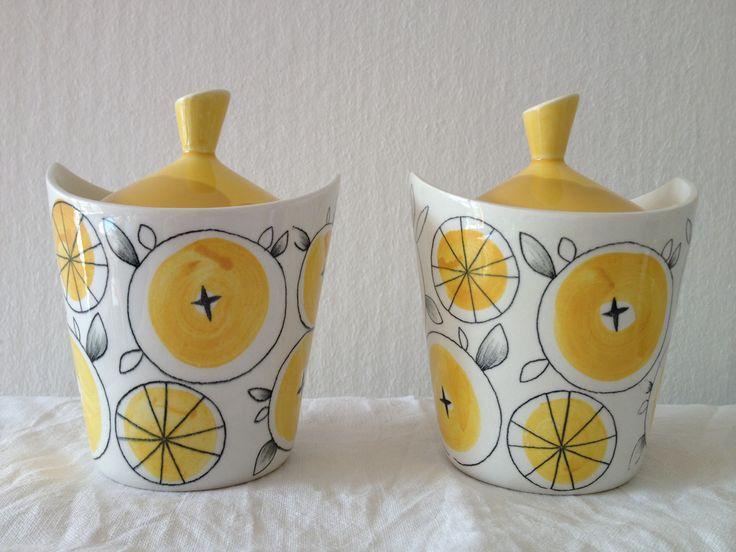 'De smukkeste marmeladekrukker' (The most beautiful jam jars) - Rørstrand, the 'Picknick series'.