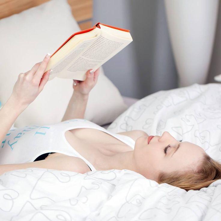 Nyeri pada bagian punggung? cobalah hindari membaca dan menonton tv dengan posisi tidur  Membaca atau menonton TV dengan posisi tidur menjadi kebiasaan buruk yang justru menambah parah sakit pada punggung Anda #InfoPillo