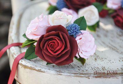 Купить или заказать Свадебный набор 'Marsala' в интернет-магазине на Ярмарке Мастеров. Бутоньерка для жениха и свидетеля, гребень в прическу и браслеты для подружек невесты. Очень легкие. Браслеты на гибкой основе. Состав: орхидеи, розы, эустома, кустовые розы, синеголовник, эхеверия. Упаковано в индивидуальную коробку.