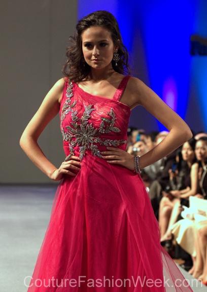 #moteuke #design #model #stil #kvinne #RituBoorgy #mote #couture #fashion #rosa #diamanter #detaljer #kjole