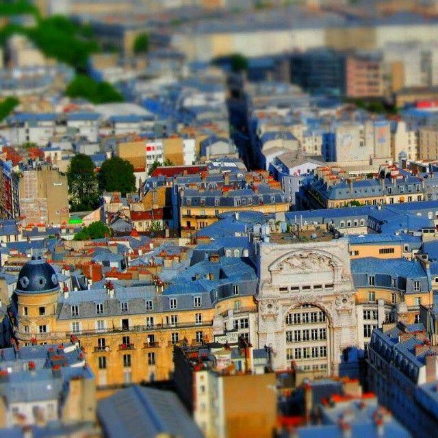 Tiltshift Paris Goes On (Boulevard de Rochechouart) ___________ #parisjetaime #postprocessing #effect #photography #snapseed #selectivefocus #tiltshift #tiltshiftparisseries #paris #series #tiltshiftparis