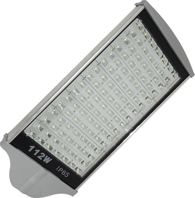 LAMPA STRADALA LED 112W ALB RECE cu flux luminos de 10.080LM si lumina alb rece de un raport luminozitate versus economie la energie electrica optim. Este cea mai puternica lampa cu acest model de carcasa din aluminiu profilat.