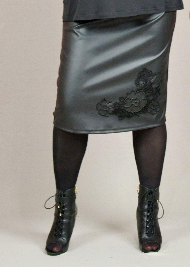 φούστα κοντή δερματίνη με κεντημένο μοτίφ