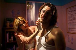 E chi è questa misteriosa bionda che cura amorevolmente Guido ?? Chi ha visto il film lo sa !! :)