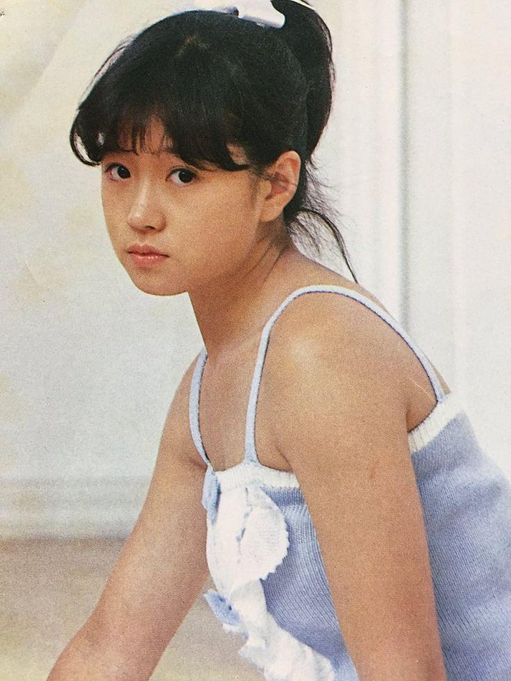 中森明菜 Akina Nakamori, 1980s Idolo, in this photo looking much like HK-movie star Loretta Lee, otherwise not