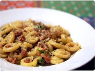 Orecchiette Calabrian sausage, parsley, cheese, and red onions - Orecchiette aux saucisses calabraises, oignons rouges, fromage et persil, Recette Ptitchef