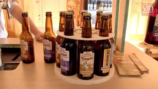 Fabrizio Bucella nous présente deux coups de coeur repérés sur le salon Planète Bière à Paris, il s'agit de deux cuvées de la brasserie ardéchoise Bourganel, l'une à base de marrons, l'autre à base de myrtilles.