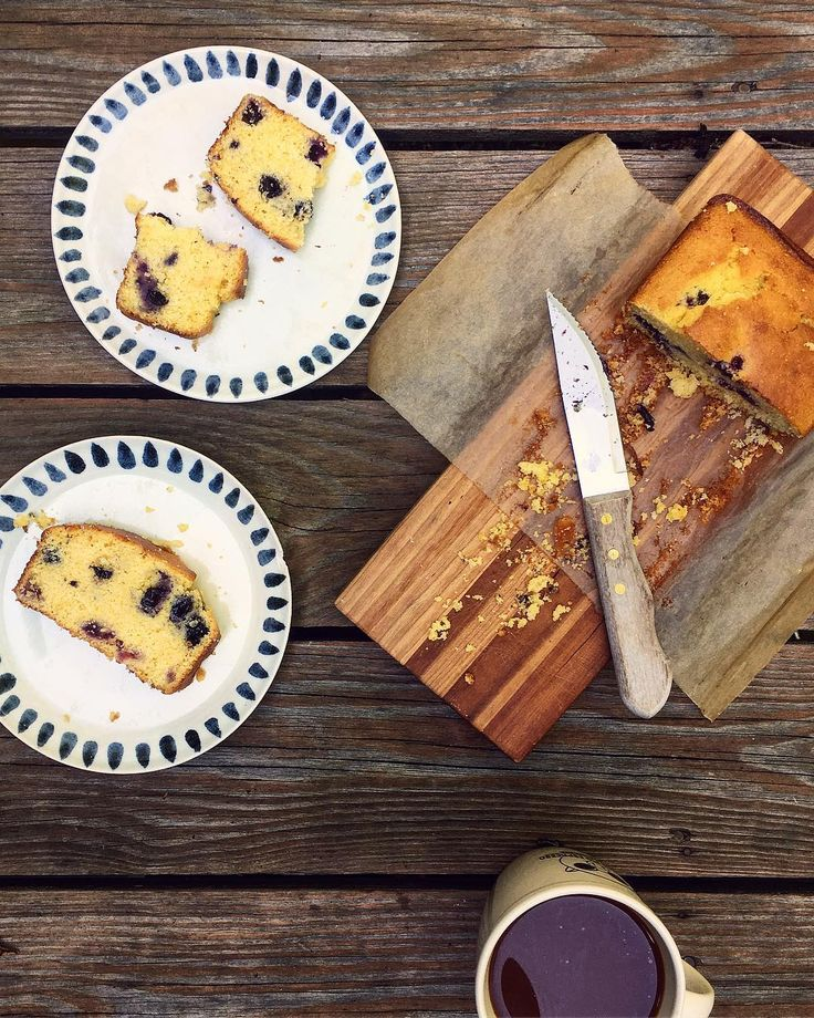 Started this sunny day with breakfast outdoors. Blueberry Corn Bread (gf). I came across a good quality organic mix with a limited ingredient profile subbed in olive oil for the shortening buttermilk for the milk added fresh blueberries and fresh corn. If I had some hemp seeds would have added about 1/3 cup as the berries added moisture. One bowl one wooden spoon lined the loaf pan for quick easy clean up about 35 minutes later poof! . . .  #cornbread #thebakefeed #f52grams #glutenfree…