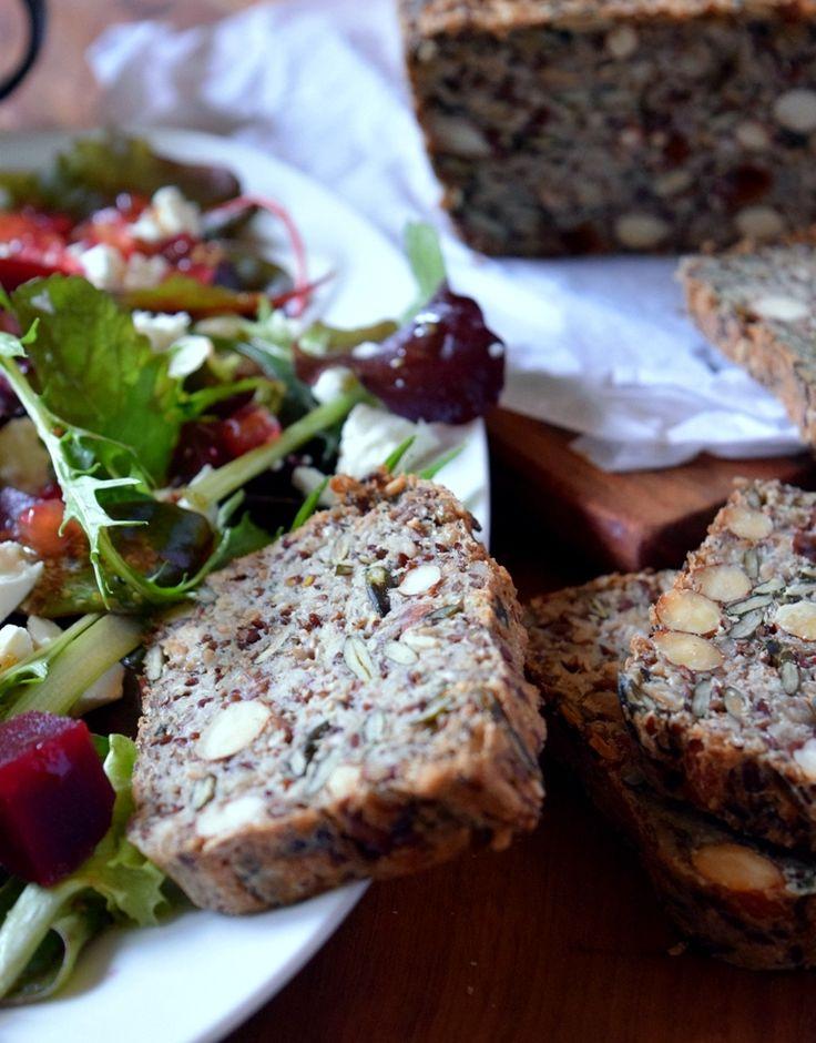 Köstlicher Wintersalat: Grünzeug, Granatapfel, Rote Bete und Feta// delicious winter salad with green stuff, pomegranate, beetroot, feta,