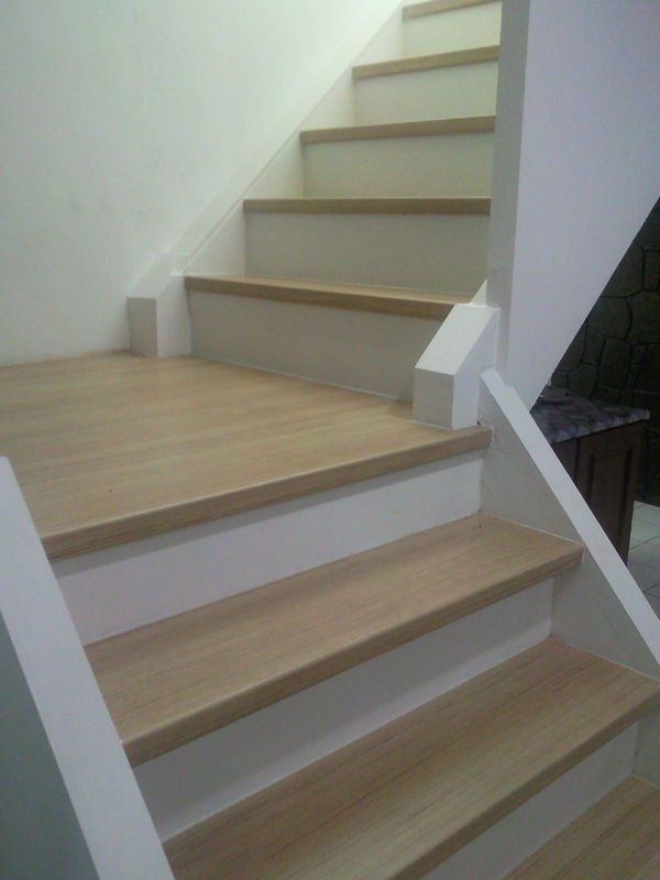 Laminate flooring stair treads gurus floor for Durable carpet for stairs