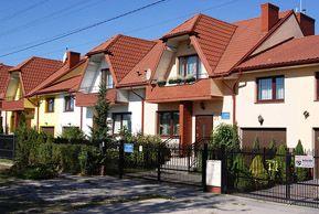 Przedsiębiorstwo Wielobranżowe IGLO - BUD 2000 to firma rodzinna, która rozpoczęła swoją działalność w 1990 roku, a od ponad pietnastu lat realizuje inwestycje mieszkaniowe w rejonie Warszawy