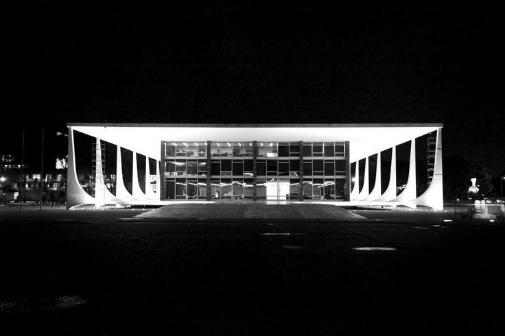 Supremo Tribunal Federal / Supreme Federal Court at night - Brasilia