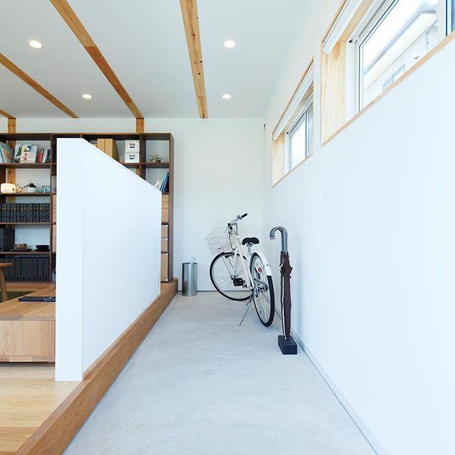 無印良品の家 岡崎店「木の家」モデルハウス。 #無印良品 #無印良品の家 #戸建て #注文住宅 #吹抜け #マイホーム #木の家 #玄関 #自転車 #収納 #暮らし #シンプルライフ #インテリア #土間  #muji #mujihouse #room #house #home #homedecor #casa #interior #interiordesign  #design #simple #minimal #minimalist #bicycle #entrance #japan