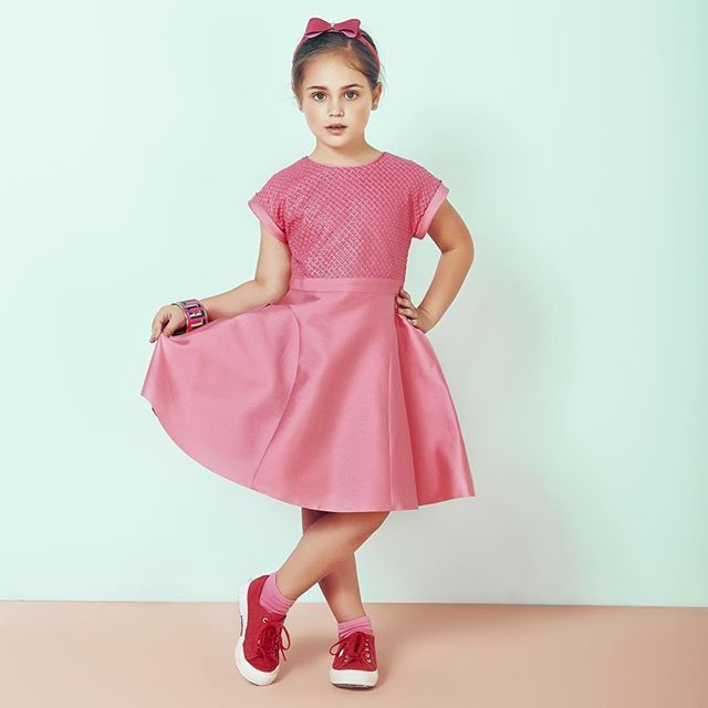 On Wednesdays, we wear pink 🎀 #myvalmax #valmax #childrenswear #childrensfashion #mumblog #mumblogger #kidswear #kidsfashion #dress #kidsootd #onwednesdayswewearpink #pink #stylishkids #trendykiddies #ootd #girlsfashion #madeinitaly #puglia #craftsmanship