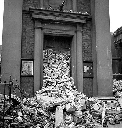 Credit: Lee Miller. © Lee Miller Archives, England 2013. All rights reserved. Non-conformist chapel, London, England (1940)
