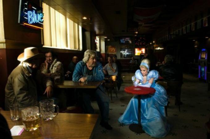 10 fotografías recrean a princesas de Disney en escenas actuales | Swagger