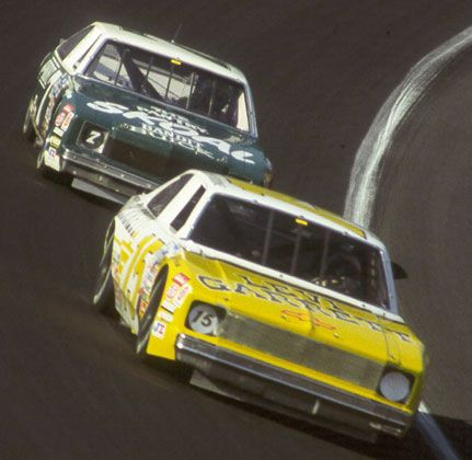 Late eighties Grand National action, with Geoff Bodine leading Harry Gant. In the mid Eighties most Grand National Cars switched to V6 engines due to the favorable power to weight ratio, however by the early nineties the small block V8 had once again regained dominance due to low cost and the readily available parts.