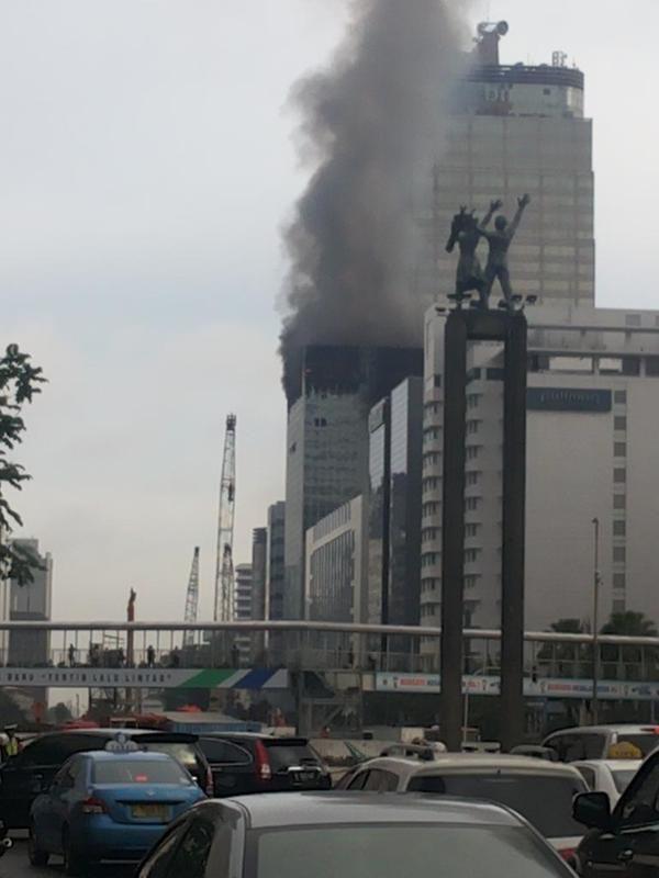 Imbas Kebakaran Wisma Kosgoro MH Thamrin, Lalin Bisa Dilintasi Satu Jalur: http://www.kabarsatu.co/archives/7921