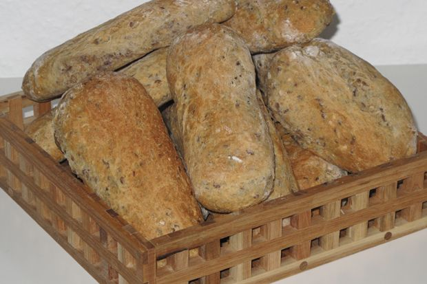 Disse+grove+madbrød+er+rigtigt+gode+som+sandwich-brød+til+madpakken+evt.+med+laks+og+salat.+De+er+også+perfekte+som+brød+til+suppen.