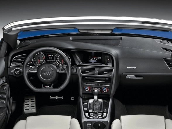 2013 Audi RS5 Cabriolet capacity of 4200 cc FSI V8 engine capable of spraying power 450 hp