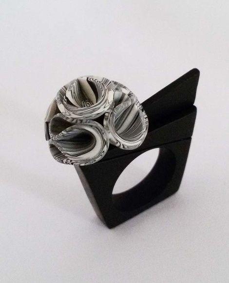 Anel em Cerâmica Plástica