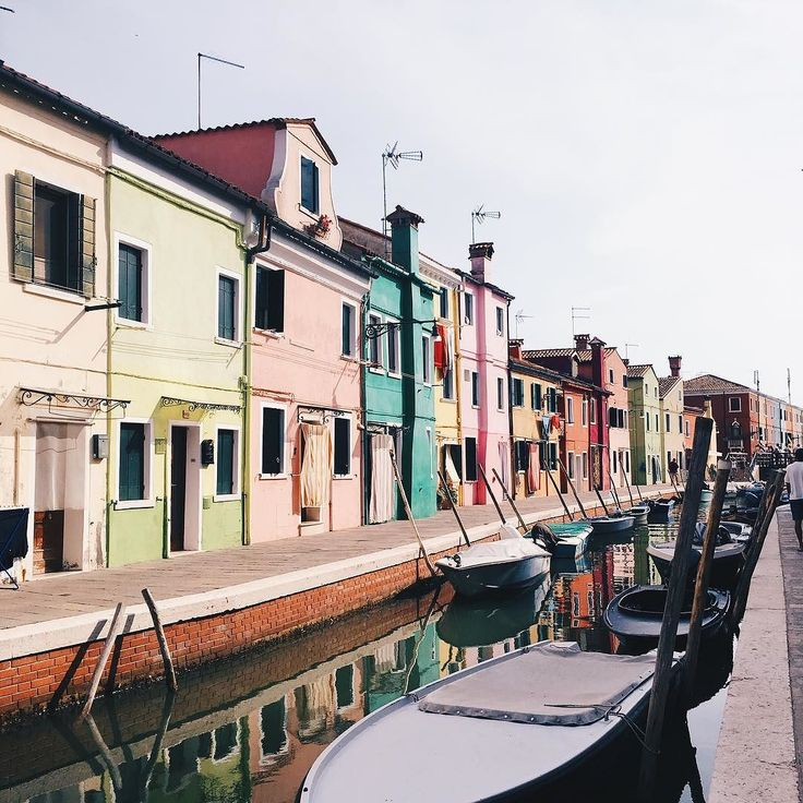 If you take a boat only 40 minutes away from Venice you will discover this unique little island called Burano - - - - - - - - - - - - - - - - - - - #travel #travels #traveling #travelblogger #travelgram #traveler #photography #travelphotography #venice #italy #italian #bulgarian #bulgariangirl #burano #rainbow #island #streetphotography #tumblr #vscocam #vsco #instatraveling #instatravel #trip #summer #summer2017 #2017