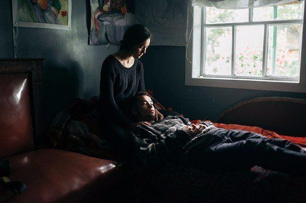 Многие люди ищут пару, пытаясь таким образом разрешить свои проблемы. Они наивно полагают, что любовные отношения вылечат их от скуки, тоски, отсутствия смыла в жизни. Они надеются, что партнёр заполнит собой пустоту их жизни. Какое грубое заблуждение! Ко