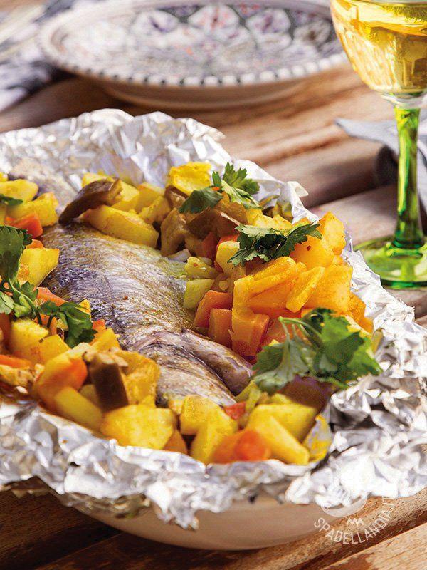 Il gustoso Branzino al cartoccio con verdure è quanto di più salutare potete servire alla vostra famiglia: farete il pieno di preziosi nutrienti!