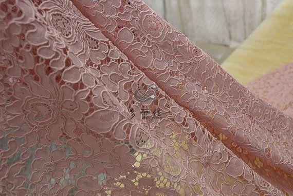 Dentelle rose  Ce tissus liste sont aller de 1.5 mètre - est de 30 $ pour 1,5 mètre de long et 1,5 mètre large dentelle Largeur - 1.5 mètre A stretch - 70 % coton   Tissu de doublure https://www.etsy.com/listing/253112015/anti-static-lining-fabric-available-in  Nous offrons notre service personnalisé sur mesure pour une taxe. Si vous avez intérêt à faire une manteau/veste, suivez ce lien  https://www.etsy.com/listing/253022887/women-winte...
