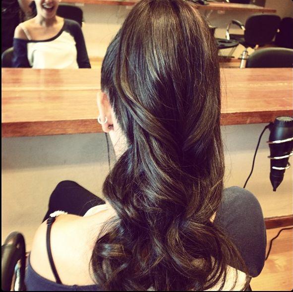 Elegant curly pony tail. Elegante coleta con rizo
