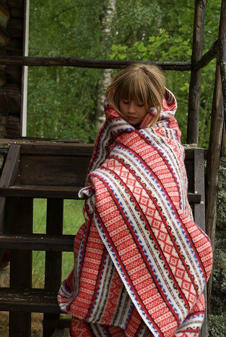 Red Leksands blanket in wool Made in Sweden by Lycka Form Size: 150x206 cm www.lyckaform.se