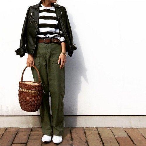 出典:https://www.instagram.com/(@bymyuco) 今年の春もやっぱり着たい!定番レザージャケット♪ 羽織るだけで一気にハンサムに仕上がりますよね☆ 今年の春はどんな風にコーデしますか? IGで見つけたレザージャケットコーデをチェック!! *レザージャケット×レースキャミ* 出典:https://www.instagram.com/(@naoooo7070)  レースキャミ×tシャツの女性らしいレイヤードスタイル☆ ライダースを羽織れば程よく調和されて◎ *レザージャケット×スキニー* 出典:https://www.instagram.com/(@ak_m1120)  こちらはニット×シャツのレイヤード。 黒でまとめることでシンプルなハンサムコーデに☆ *レザージャケット×ボーダーt* 出典:https://www.instagram.com/(@bymyuco)  カジュアルコーデに辛口レザーをON☆ かごバッグであたたかみをプラス...