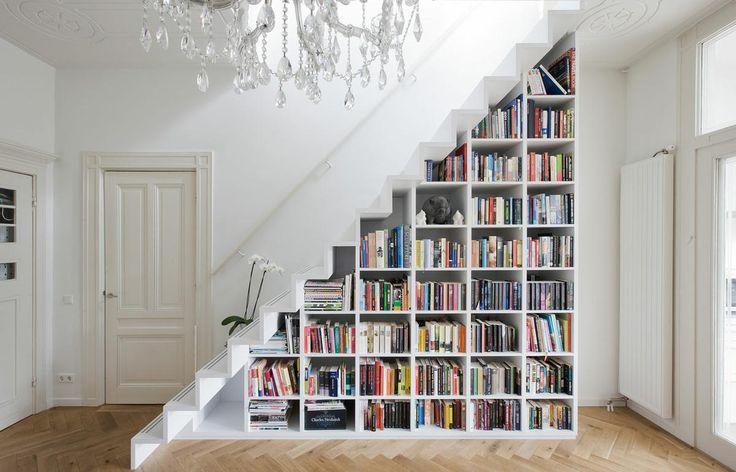 El hueco de la escalera casi siempre está vació, os contamos cómo podemos aprovecharlo.