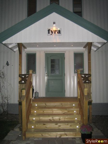 pretty entrance, note lighting, and shape of floor