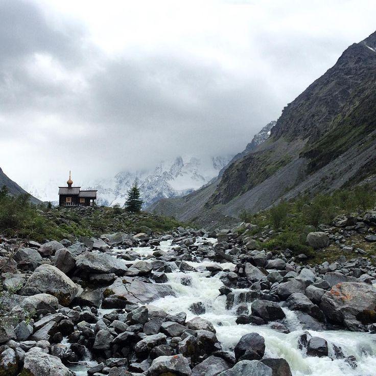 #алтай #Белуха #церквушка #altay #mountains #church #instaaltay #rocks #river…