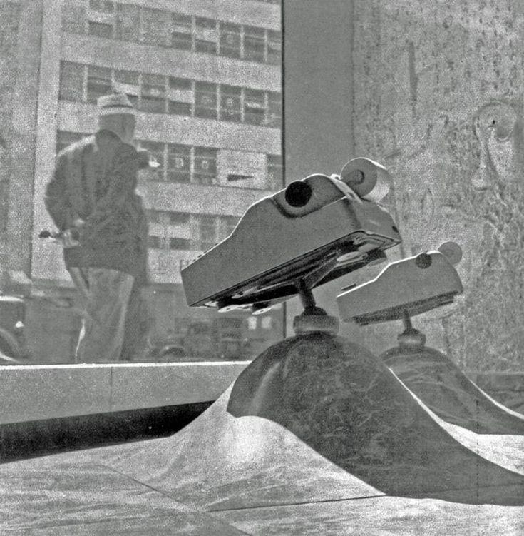 Macchine da calcolo in vetrina nel negozio Olivetti di New York
