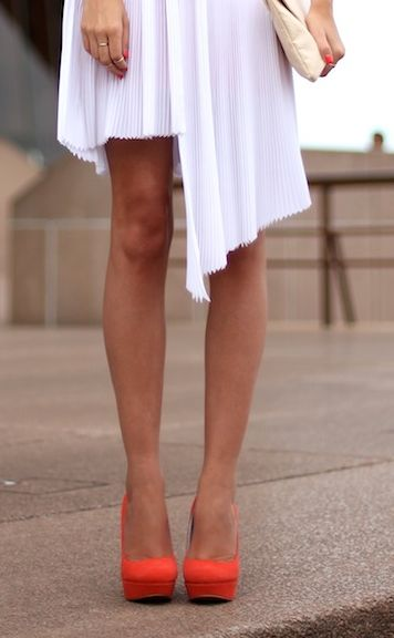 Could these red pumps look anymore stunning with this asymmetrical white hemline? Love.