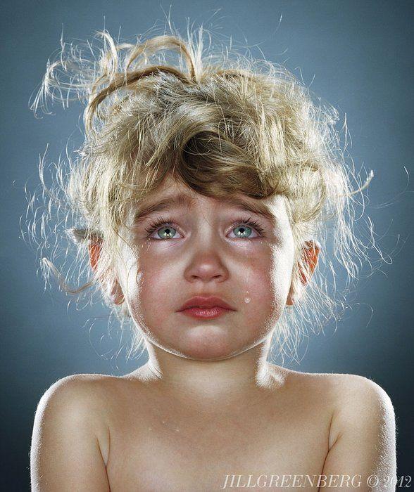 Top 16 des portraits poignants d'enfants qui pleurent, par Jill Greenberg (on vous donne l'astuce)