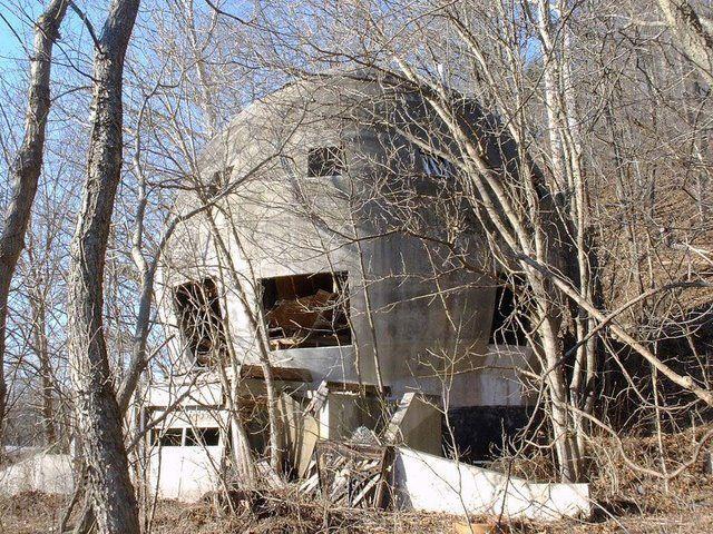 Abandoned And Forgotten 70 Pics Round House Abandoned Abandoned Houses
